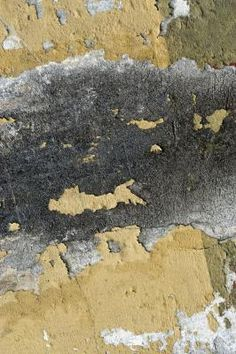 How to Remove Old Peeling Paint From a Concrete Floor