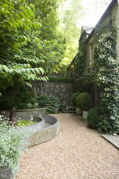 Lovely courtyard with gravel