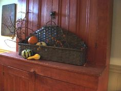 basket case, prim decor, cupboards, countri live, autumn display, fall decorating, prim basket, baskets, prim autumn