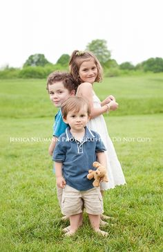 children photography - cute sibling pose