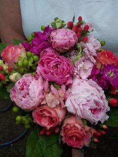 No tenemos estas flores pero son colores un poco más fuertes y hay flores que dan esos colores