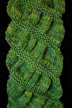 Gathered Scarf. Knitting. Beginner. Free Pattern..http://www.ravelry.com/patterns/library/gathered-scarf