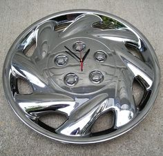 Wheel cap clock (projects, crafts, DIY, do it yourself, interior design, home decor, fun, creative, uses, use, ideas, inspiration, reduce, reuse, recycle, used, upcycle, repurpose, handmade, homemade, car, parts, vehicle)