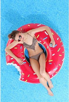 D'OH! Donut pool float, awesome.