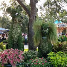 Instapic: Lady & the Tramp topiary | The Disney Blog