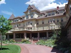 The Cliff House is a posh historic hotel nestled at the foot of Pikes Peak in Manitou Springs.