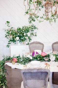 How To Design A Wedding Tablescape | theglitterguide.com