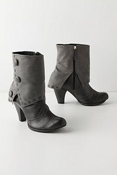 Button fold boots
