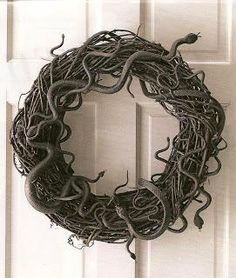 DIY Halloween Decor DIY Halloween Crafts: DIY Snake Wreath