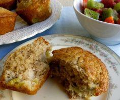 Skinny Kiwifruit Muffins | 4 PointsPlus #weightwatchers #healthymuffin