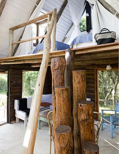 This eco friendly country home in Uruguay is owned by artist Pablo Reinoso. The decor is left very simple: some Thonet chairs, basic furniture pieces and cotton fabrics from Indian are used to decorated the various rooms. The bathroom features a huge trunk that is embedded in the polished concrete floor and serves as a towel rack.