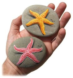 Starfishes - painted rocks by Roberto Rizzo - stonepainting of Roberto are just awesome - looking true with shadows - fantastique!!!