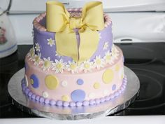 Polka Dot and Bow: 19 fun first birthday cake ideas.