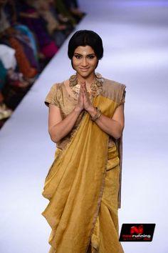 Konkona Sen Sharma walks for Anavila at LFW 2014