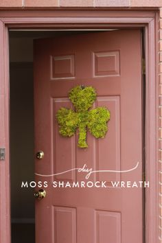 The House That Lars Built.: Make a moss shamrock for your door