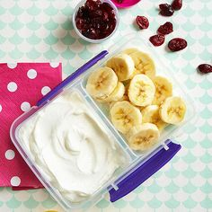 Send your child to school with all the ingredients he'll need to build his own Fruit and Yogurt Parfait come lunchtime. What a fun DIY dessert (or after-school snack)!