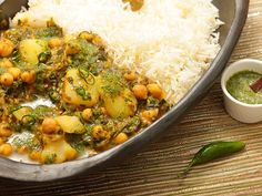 Vegan #recipe: Chickpea, Potato, and Spinach Jalfrezi with Cilantro Chutney