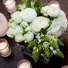 Crisp white and green centerpieces | Tasha Owen/Photographer | Kevin Bradford Design