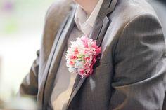 Leuke zewlfgemaakte corsage voor de bruiloft!  Mariska & Joris trouwen in Veenhuizen « 2Rings Trouwfotografie & FeestStudio 2Rings Trouwfotografie & FeestStudio