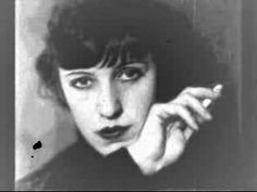 """Original German version of """"Mack The Knife"""" (Macky Messer). Composed by Kurt Weill and sung by Lotte Lenya."""