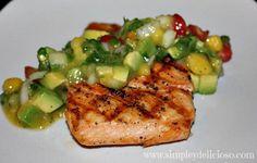 Simple & Delicioso: Salmón a la Plancha con salsa de Mango y Aguacate