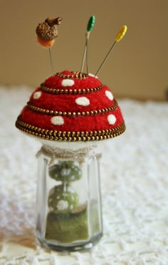 cute idea. Could keep extra needles & a thimble in the salt shaker base.