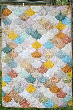 Love the scallop shape for a quilt pattern - from liesel made
