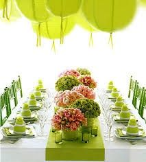 Table | http://flowerarrangementideas.blogspot.com