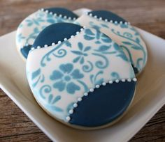 Simple Delft Blue Easter Cookies