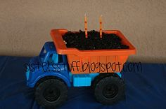 Great ideas for a boy construction birthday party!  (for future reference)