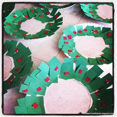 Christmas wreath preschool craft. Have the toddler or preschooler rip the paper to strengthen little hands.