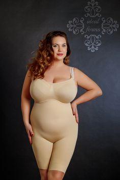 Plus size model Inna Kulin