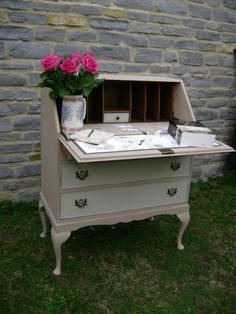 Bureau painted in Autentico Vintage 'Cappuccino' & 'Linen'. Lightly distressed and clear waxed.