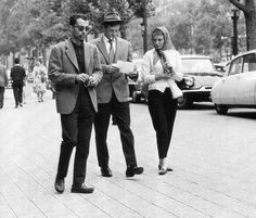 Trois Jeans: A walk on the Champs-Élysées for the À bout de souffle trio of director Jean-Luc Godard, Jean-Paul Belmondo and Jean Seberg