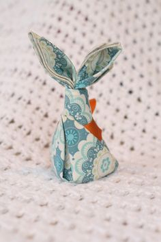 Napkin Bunny- DIY rolled edge napkins plus fun folded napkin ideas. You can fold up some washcloths or burpcloths for a baby shower gift!  #clothnapkins #RileyBlake #serger