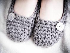 Jolis chaussons entièrement faits à la main, pour se détendre en douceur dans la chaleur du foyer! idea, craft, crochet slippers, chausson sweet, knit, crochet patterns, diy, shoe, sweet feet