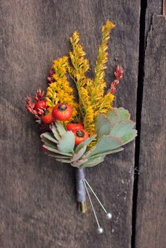 Autumn with solidago, rosehips, broom corn and succulents