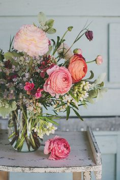 joli bouquet, fresh flowers, wall flowers, ranunculus bouquet