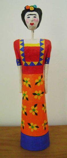 Frida Kahlo de papel machê - 33 cm R$ 220,00
