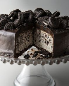 Cookies & Cream Cheesecake. Ah, be still my heart! Oof, and I think I just felt 5 pounds pop on me drooling over this!