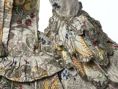 detail mantua, museums, london, sleev detail, gowns, dresses, dress sleev, silk gown, sleeves