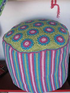 Crochet furniture on pinterest 28 pins - Puff de mimbre ...