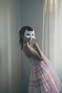 Cat mask via http://designlovely.tumblr.com