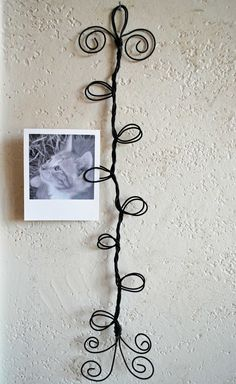 Curly wire frame photo-postcard-card holder  #DIY #craft