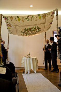 Beautiful chuppah on pinterest for Hochzeitsgeschenk ehemann