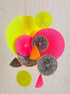 Crafter Ashley Norton make these paper pinwheels out of @InAWaverlyWorld paper napkins
