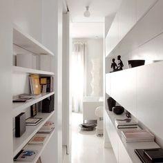 Marco Romanelli a fait de son appartement milanais un bijou du design, mêlant le noir au blanc, le style italien au style scandinave.