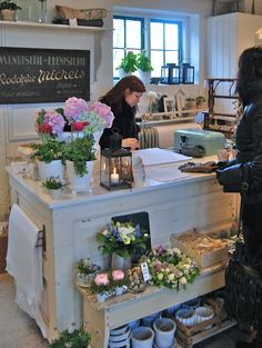 boutiqu, blackboard, romantiska hem, flower shops, wrapping station, display, shop design, fresh flowers, kitchen islands