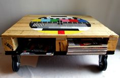awesome wooden palette turned useful storage coffeetable! A nice way to Reduce, Reuse and DIY simultaneouly!