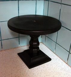 DIY cake stand.  can't decide if i like these or the DIY ones with a plate and candlestick base.  both are adorable.